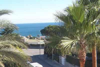 Роскошный дом с бассейном и видом на море в элитной урбанизации недалеко от Барселоны